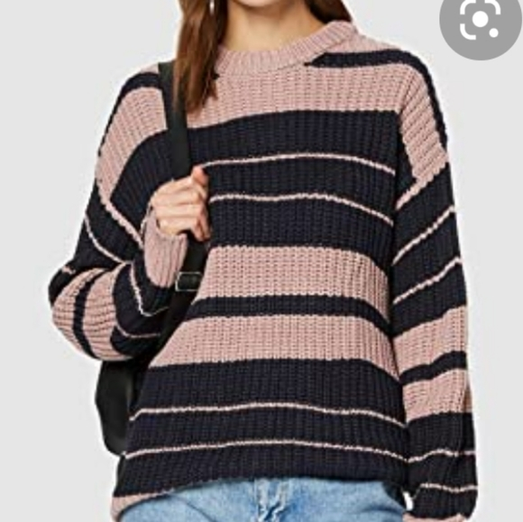 Volcom Crew Neck Knit Sweater!